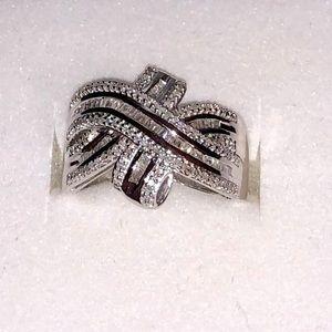 NWOT 1.02ctw Round/Baguette genuine diamond ring